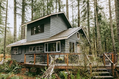 Amos Cabin - luxury in the mountains on the river.