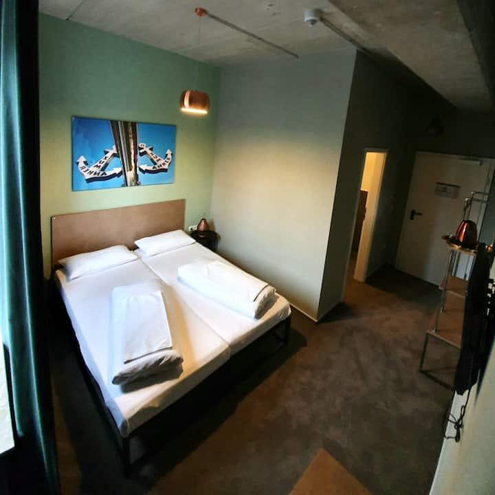 Doppelzimmer mit Bad in Zentraler Lage