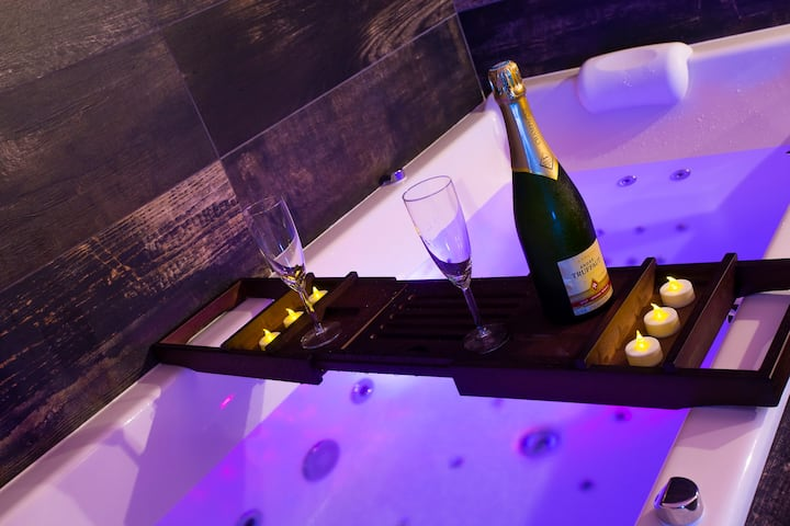 LOVE ROOM ★ SPECIAL AMOUREUX ★ CHAMPAGNE OFFERT ★