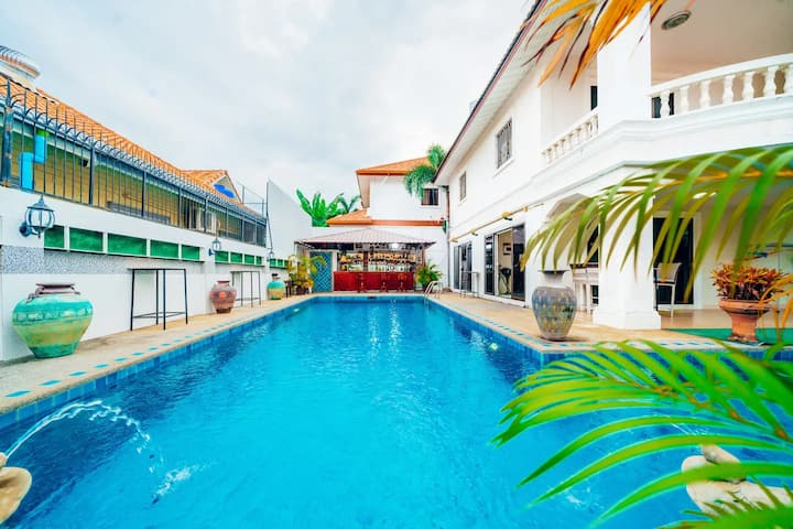 Private Luxury Villa with Swimming Pool & Pool Bar