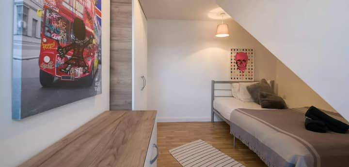 Lovely double room in great Kensal Rise houseshare