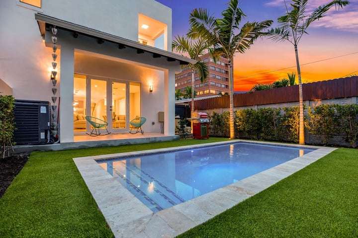 Brand New Luxury Private Pool by Miracle mile.