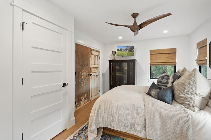 Upstairs bed room and on suite bath with a queen bed and luxury bedding from Restoration Hardware with black out lined shades so you can sleep in