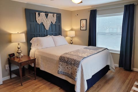 The Compass South- Stephenville's Vintage Stay