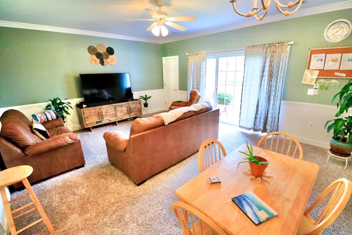 Cozy Private Condo in Myrtlewood w/ Pool & Grills