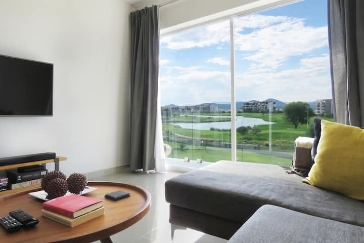 Large Apartment With an Amazing Golf Course View