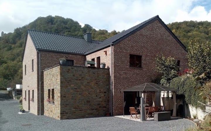 Aywaille: Appartement avec terrasse et parking