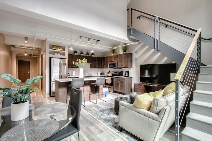 Downtown Furnished 2BR, 2BA Apt. 114 by R7 Lofts
