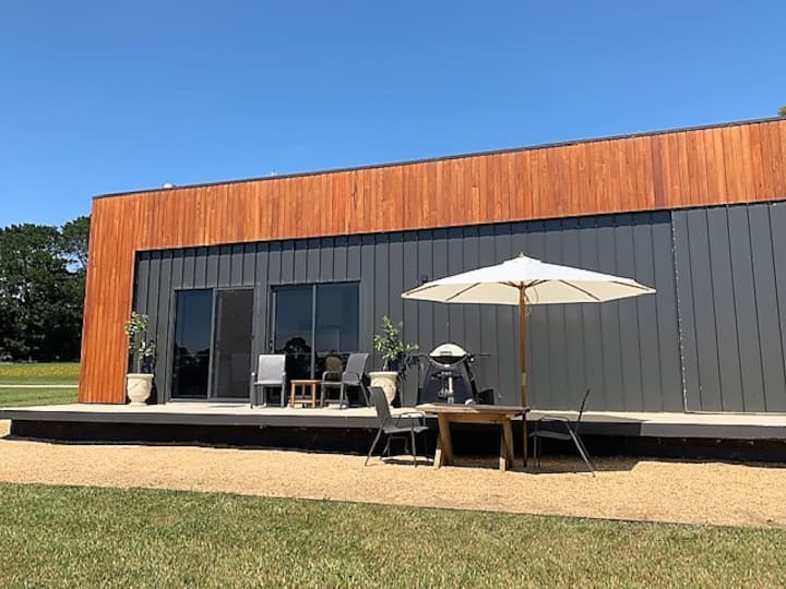 Vineyard Guesthouse Red Hill Sth. Brand new luxury