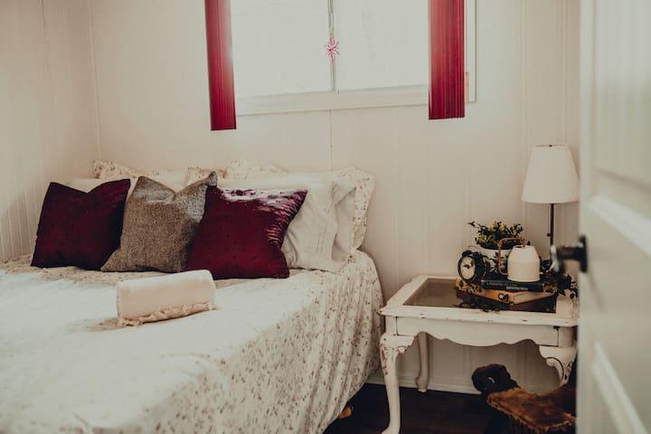 Queen Bed Master Suite