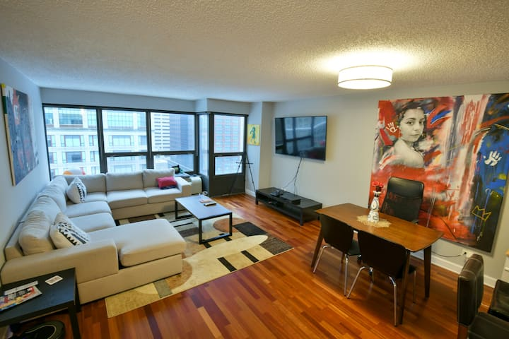 Amazing Condo in River North (Downtown Chicago)