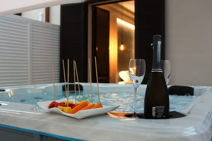 Abside Suite & Spa - Junior Suite and Jacuzzi