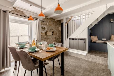 Grade II Listed Cottage - NEWLY REFURBISHED