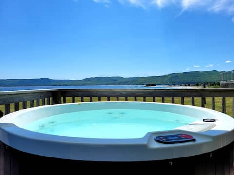 Luxury couples ocean front cottage private hot tub