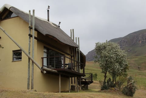 Drakensberg Cathedral Peak Cottage 23 (self serv)