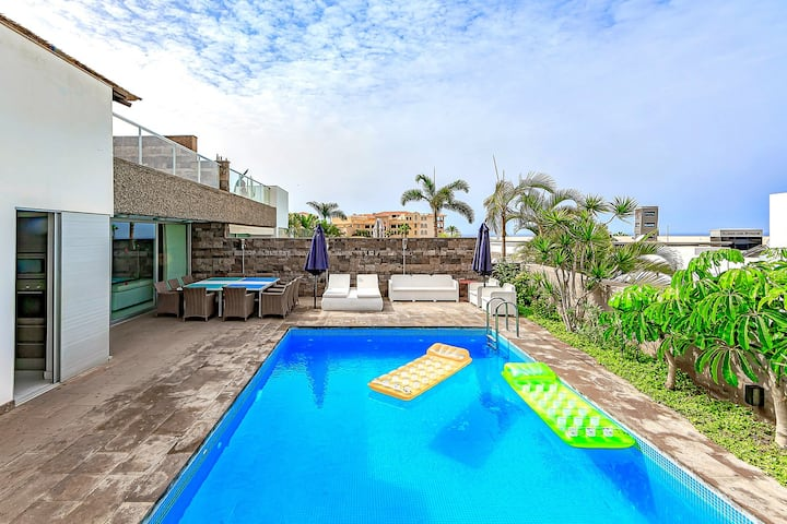 Private 5BD villa with heated pool in el Duque