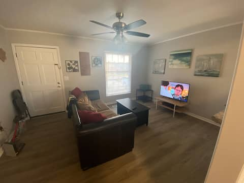 South Florence Updated Apartment