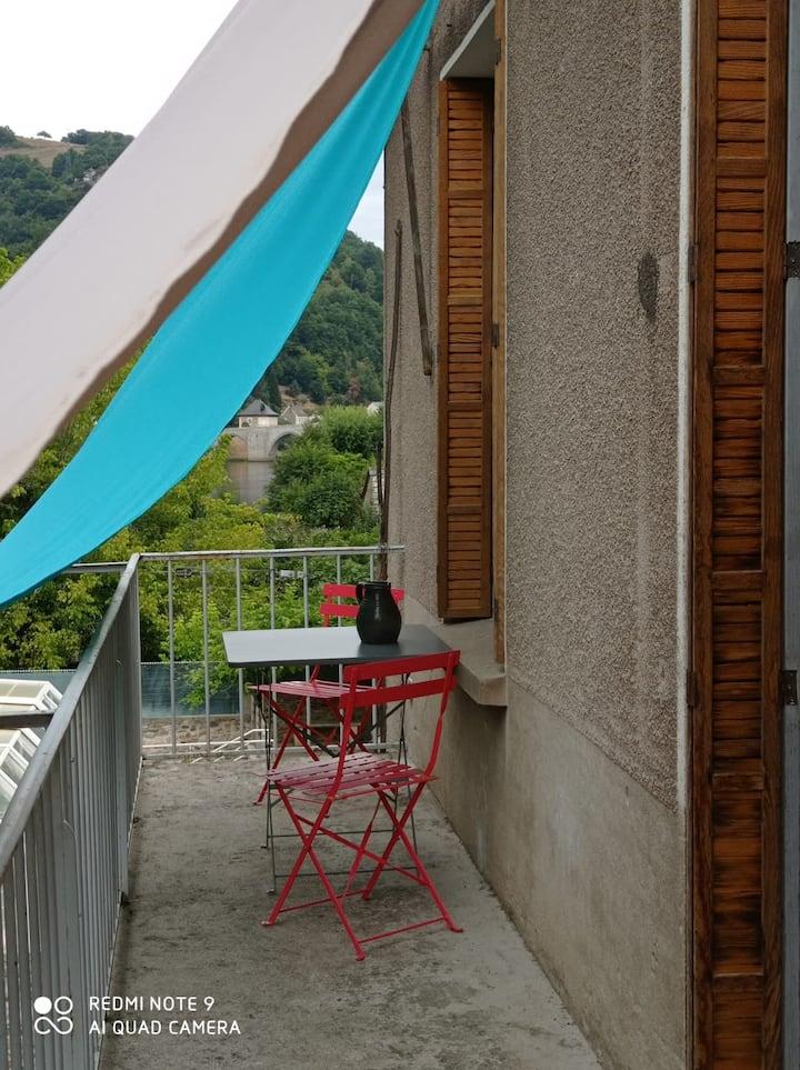 Appartement avec vue panoramique sur la Truyère