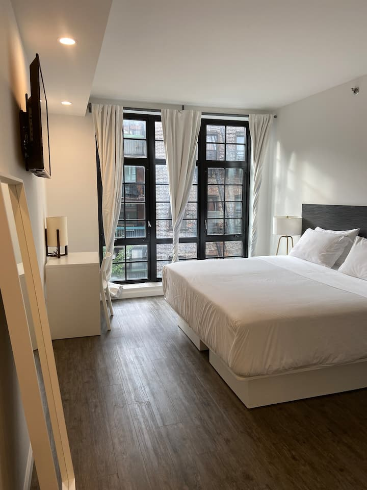 138 Bowery, Deluxe King Room