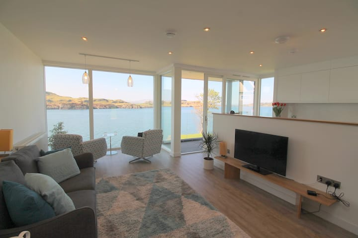 4 Kilbowie Shore-apartment with fantastic sea view