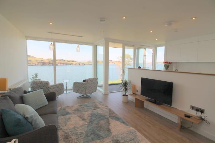 4 Kilbowie Shore-apartment with fantastic sea view
