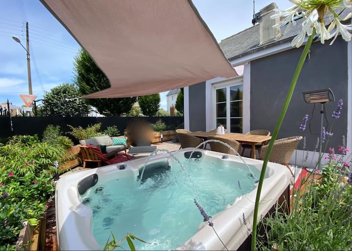 Les Pieds dans l'Eau : maison avec spa & terrasse