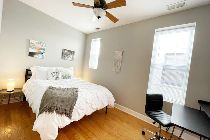 Modern and Spacious Guest Suite In Humboldt Park!