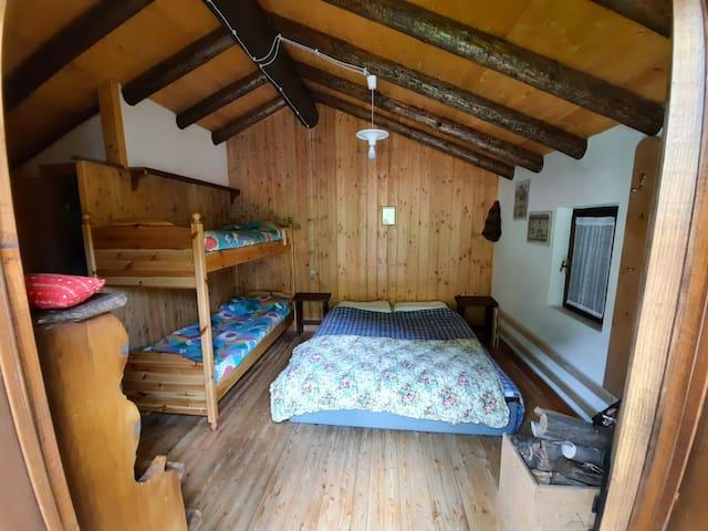 camera da letto al primo piano