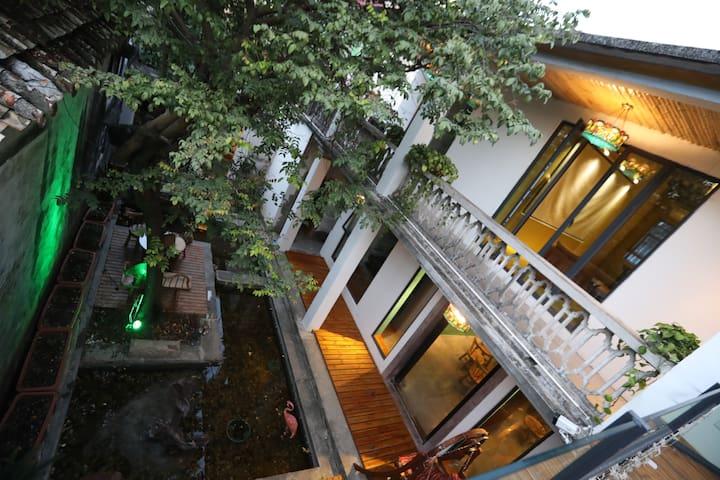 【46号院】杨桃树老院子长隆拱北口岸、老杨桃树水池花园屋顶二楼大床房