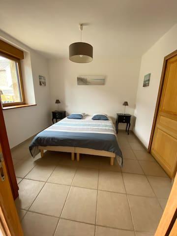 Chambre 1 du rez de chaussée : 2 lits 80 x 200
