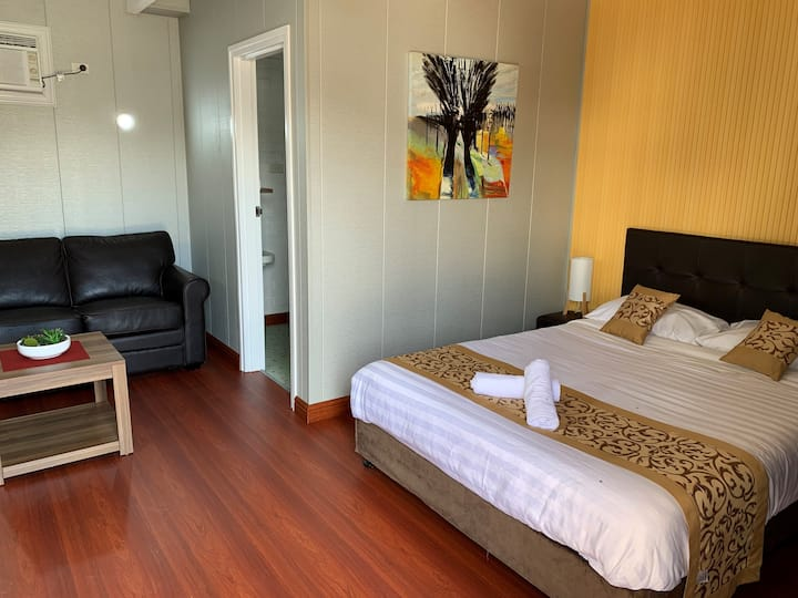 Affordable Stays - Spacious  w/ Private Bathroom