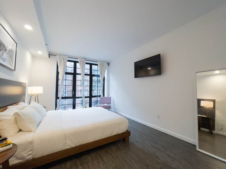 138 Bowery, Queen Studio Room