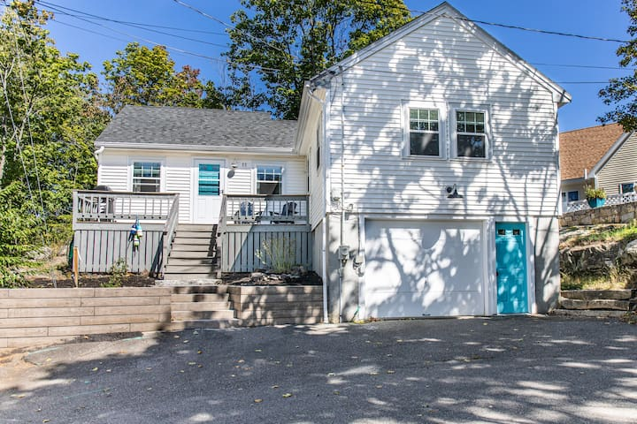 Steps to Perkins Cove, Shopping, Dining, & Beach.