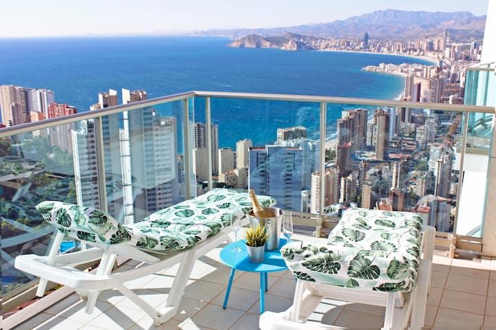 Sky High apartment on the 38th floor - Sea views