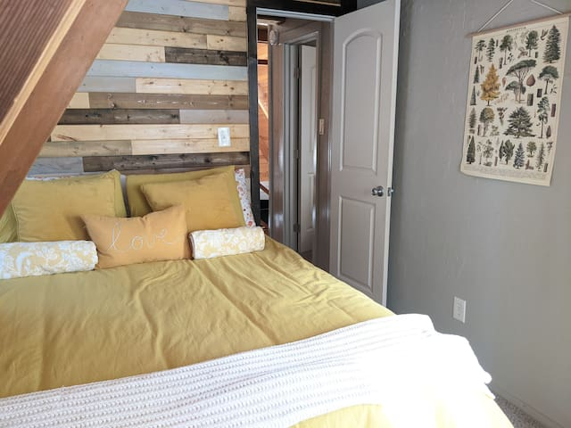 The two upstairs bedrooms are connected by a shared bathroom.