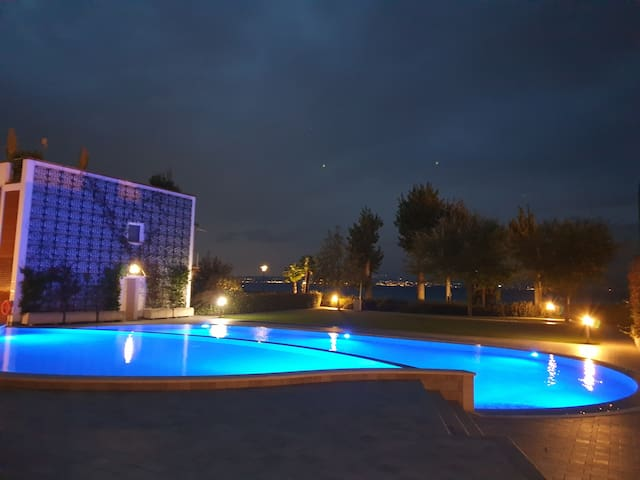 FEWO PE-04 ON THE LAKE WITH POOL & PRIVATE GARDEN!