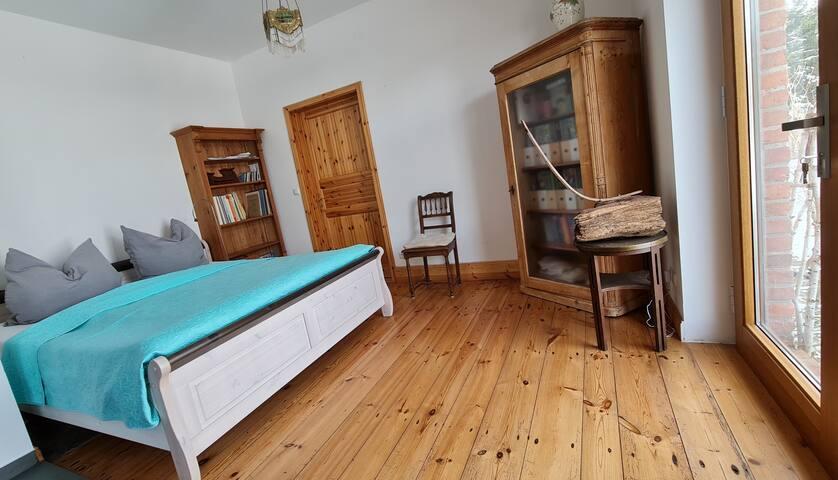 Schlafzimmer 2: Doppelbett 1,8x2m