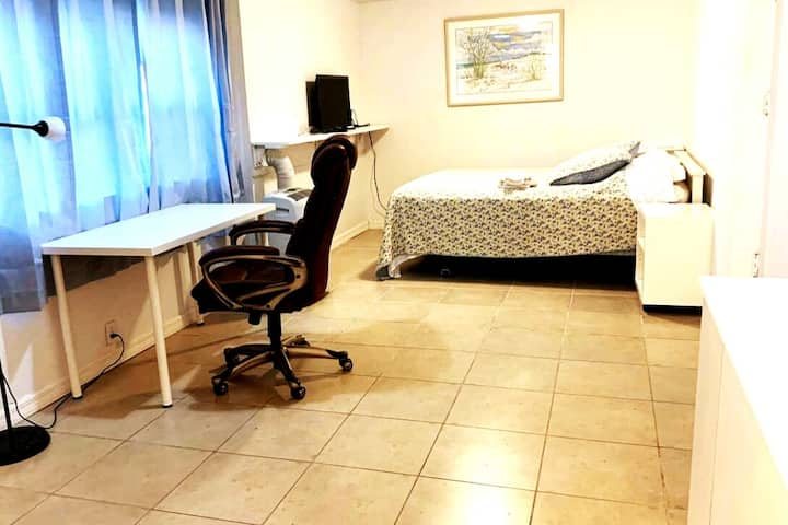 Room w/private Br, EN.  airport, Medical center