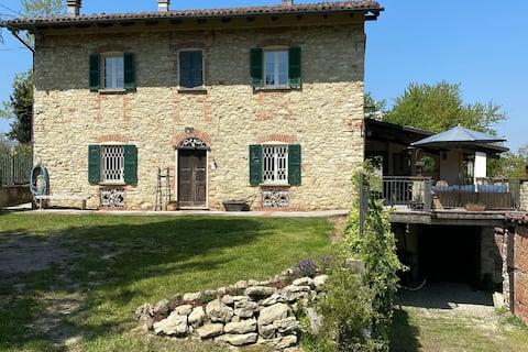 1800s Stone Farmhouse in Heart of Alto Monferrato