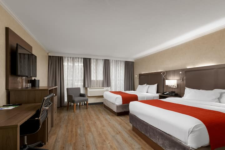 Premium Downtown Hotel Suite - 2 Queen Beds