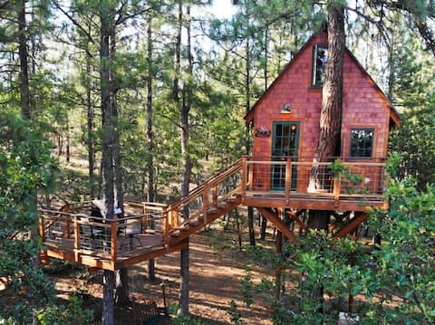 Secluded Treehouse in the Mountains