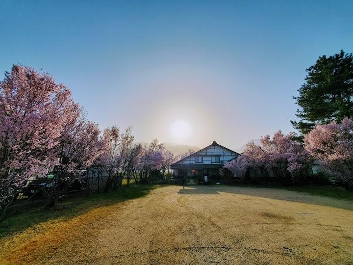 【C室│広々12畳5人部屋】BBQ&ワーケーション特化ゲストハウス!松本城、白馬村へもアクセス良好!