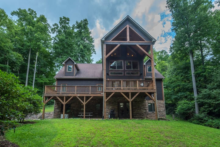 Deer Creek Lodge! Private & Beautiful vistas!