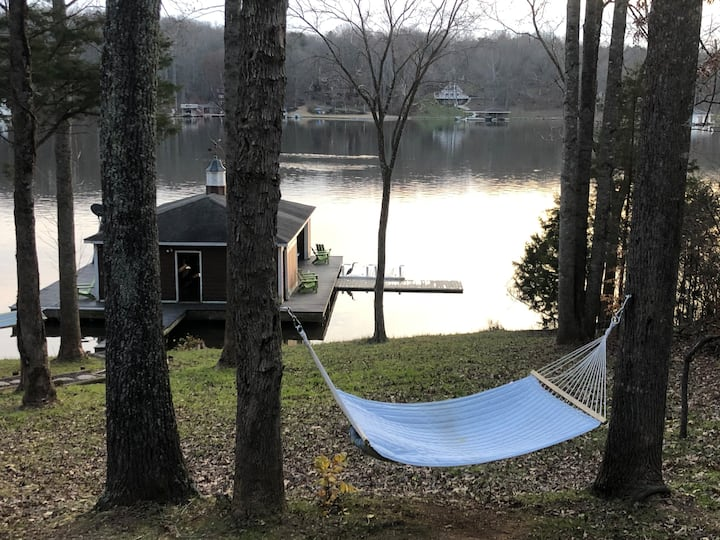 R&R at LAKE ANNA. Waterfront. Dogs ok. SLEEPS 16*.
