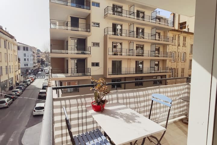 Lovely studio apartment with balcony in Nice