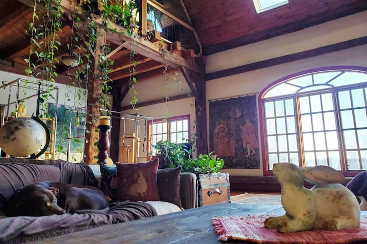 Bluestone Barn, Artist's Retreat in the  Catskills