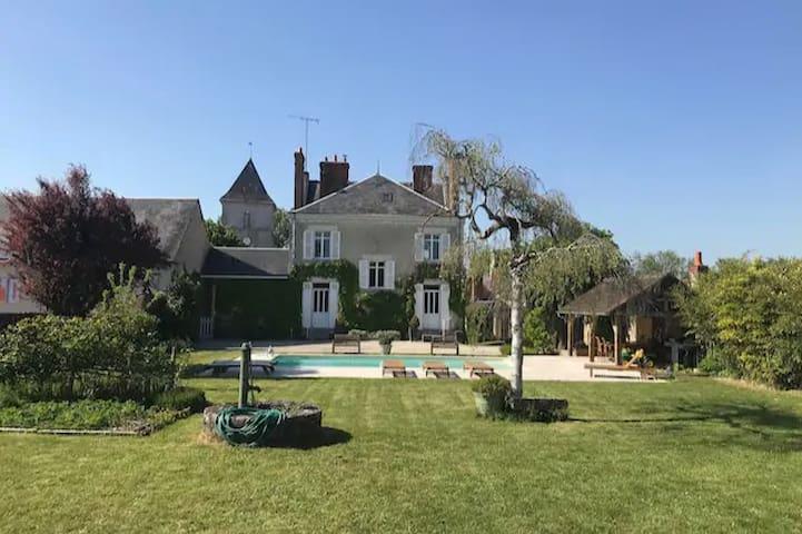 *Maison de maître avec piscine - Proche Chambord*