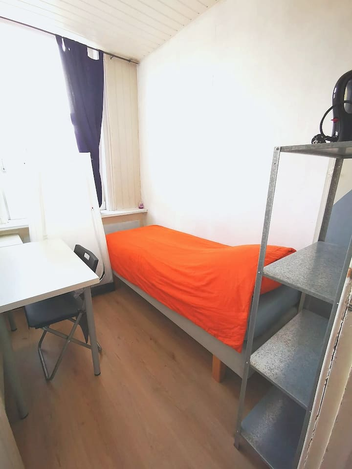 ✓Minutes to Rotterdam centre,1hour 2Ams.Microwave!