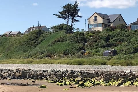 Super house with sea views and direct beach access
