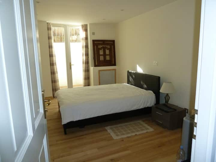 Safe, for work & visit equipped double bedroom